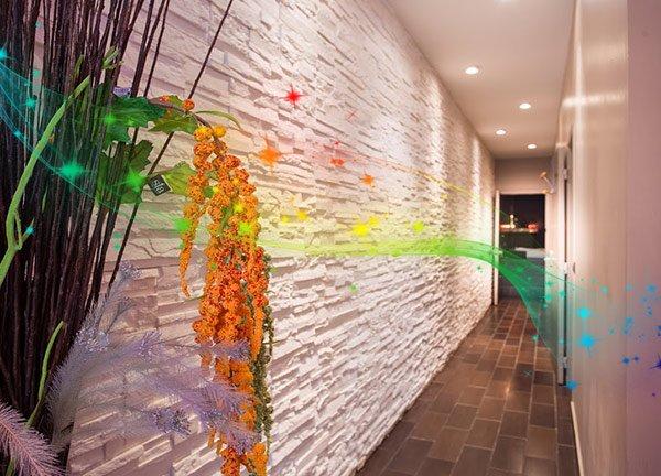 Couloir vers la cabine de massage